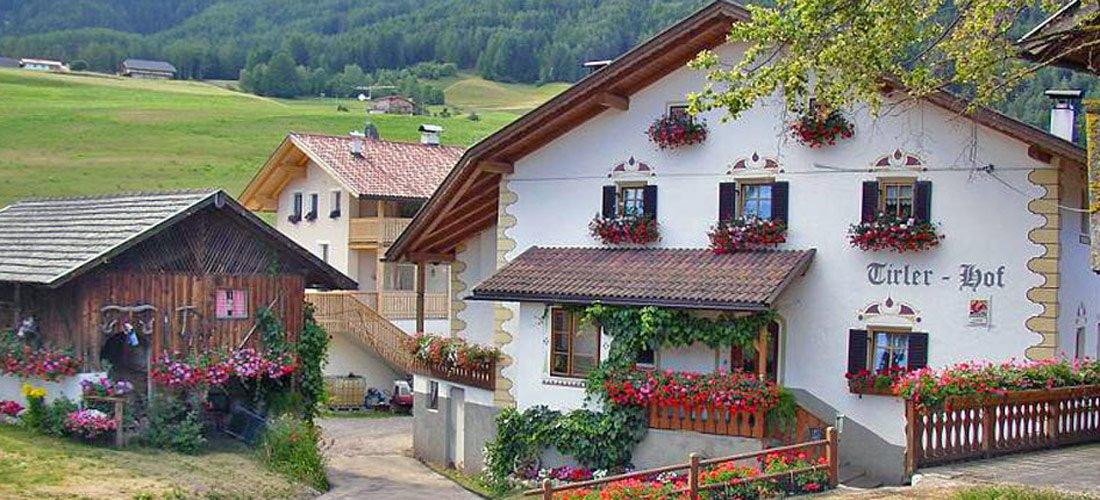 Farm Tirlerhof – a picture book farm in the Dolomites