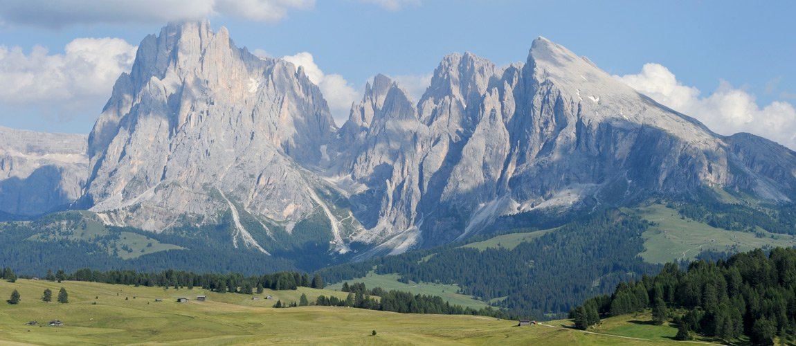 Hiking on the Alpe di Siusi for experienced mountaineers